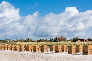Unter den Beschränkungen der Corona Pandemie hatten die Touristenzentren in Schleswig-Holstein besonders zu leiden. Jetzt, wo die Touristensaison beginnt, sollen die Verbote gelockert werden Fotomurales