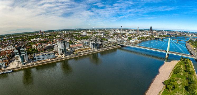 Koeln Rhein Kranhäuser Serveinbrücke Dom Luftaufnahme