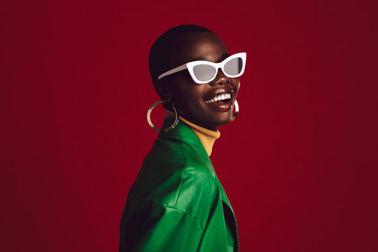Beautiful woman wearing stylish sunglasses