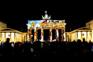 Fotomurales - Brandenburg Gate During Festival Of Lights At Night