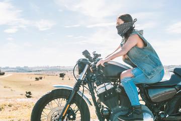Young beautiful woman riding motorbike Papier Peint