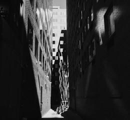Foto auf AluDibond Schmale Gasse View Of Narrow Alley