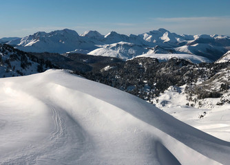 Fototapeta Arlas peak in the Larra Belagua valley, the highest and widest part of the Roncal valley, the Navarrese pyrenees, Navarra. Winter and snow at  nordic ski station Larra-Belagua, near France border. obraz