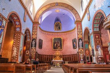 Innenraum der alten Kirche von Gordes