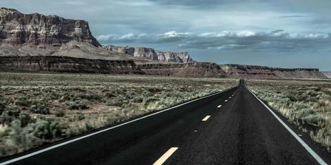 Fototapeten Khaki Empty Road Along Countryside Landscape