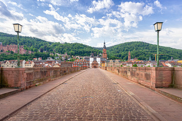 Alte Brücke Heidelberg mit Brückentor morgens