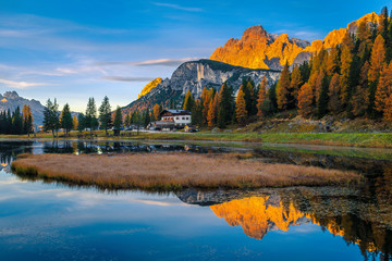 Fototapete - Amazing morning landscape in the Dolomites with lake Antorno, Italy