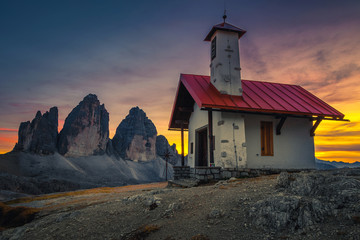 Fototapete - Breathtaking Tre Cime di Lavaredo mountains at sunset, Dolomites, Italy