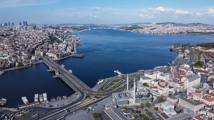 Fotomurales - Aerial view of Galata Bridge, Golden Horn and New Mosque.