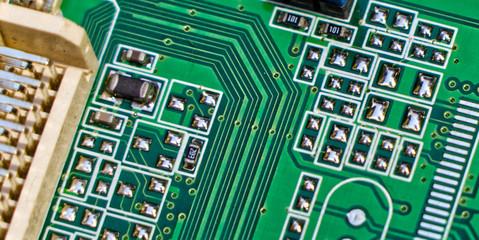 Obieg, styki, luty na płytce komputera. - fototapety na wymiar