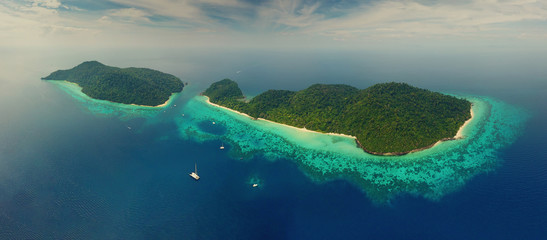 Spoed Fotobehang Bleke violet Beach corals and sea on tropical islands