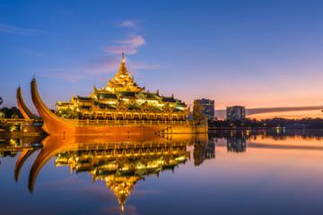 Fototapete - Yangon, Myanmar at Karaweik Palace in Kandawgyi Royal Lake