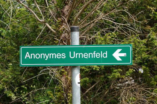 "Hinweisschuld ""Anonymes Urnenfeld"""