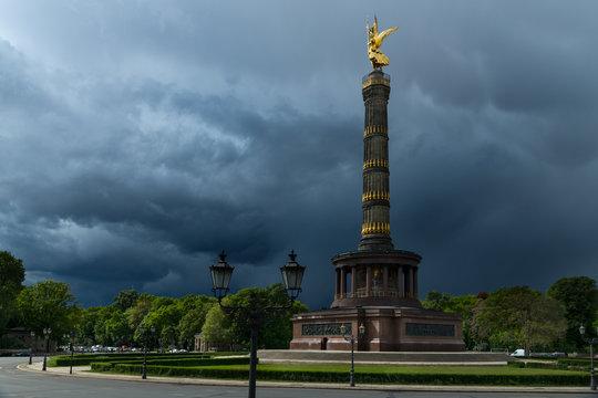 Siegessäule Berlin, Gewitterhimmel, Deutschland