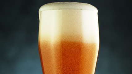 Fototapete - Close up of a wet pint of cold pale beer