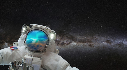 Fotomurales - An astronaut watching the Aurora Borealis in space