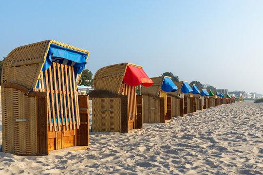 Strandkörbe am Ostseestrand in Grömitz, Deutschland