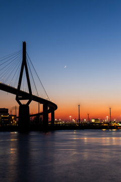 Köhlbrandbrücke bei Sonnenuntergang