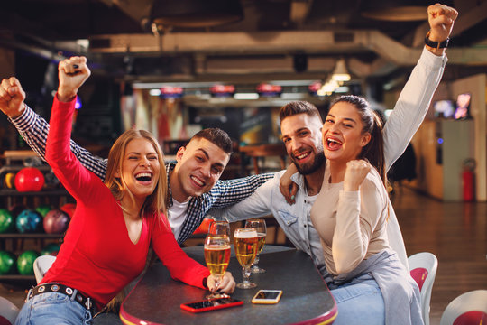 Group of young people having fun in a night out and drinking beer