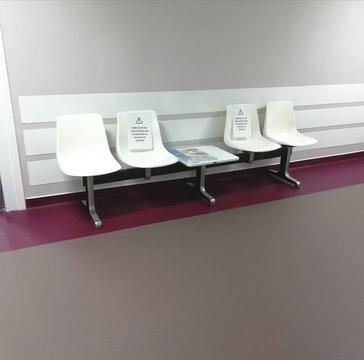 salle d'attente , mise en place des gestes barrières