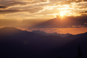 壁紙(ウォールミューラル) - Awesome sunset in the alpine highlands. Location place Carpathian mountains, Ukraine, Europe.