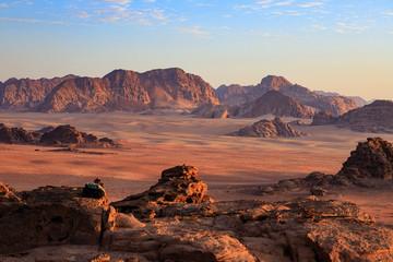 Papiers peints Marron chocolat tramonto nel deserto Wadi Rum, Giordania
