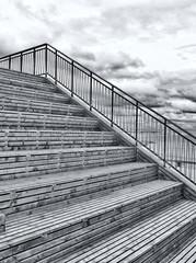 Fond de hotte en verre imprimé Pont Low Angle View Of Staircase Against Sky