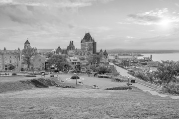 Fotomurales - Panoramic view of Quebec City skyline in Canada