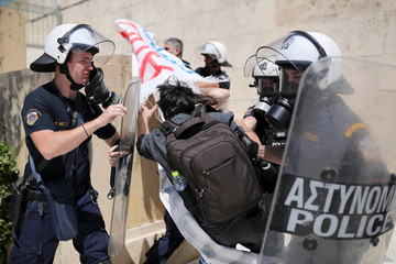 Greek teachers and students demonstrate in Athens