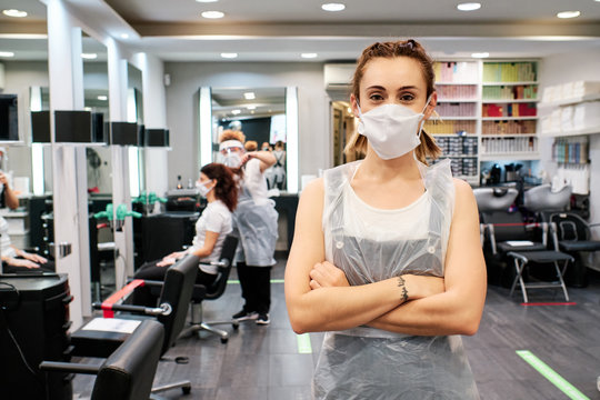 hairdresser ready to attend clients using face mask - social distancing concept