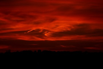 Foto auf AluDibond Rot kubanischen Silhouette Landscape Against Sky During Red Sunset