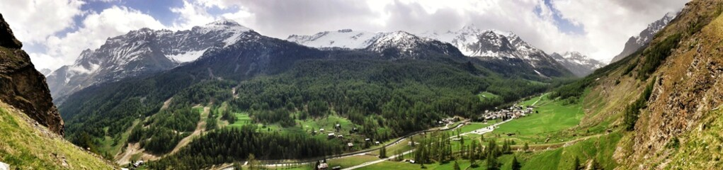 Foto auf AluDibond Pistazie Panoramic Shot Of Countryside Landscape