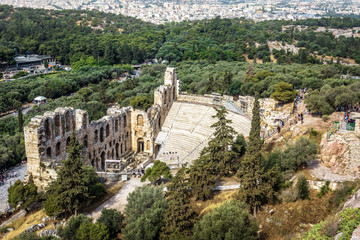 Fototapete - Athens city view from above, ruins of Odeon of Herodes Atticus at Acropolis, Greece. Ancient theater is famous landmark of Athens