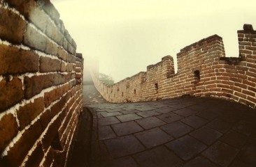 Photo sur Plexiglas Muraille de Chine Great Wall Of China In Foggy Weather