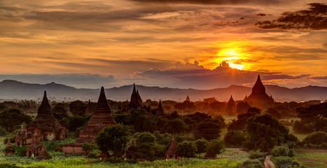 Deurstickers Bruin Relaxing Sunset over Bagan Temples in Myanmar