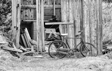 Photo sur Aluminium Bicycle Parked Against Abandoned House