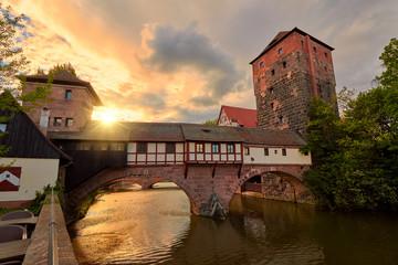 Wall Mural - Nürnberg - Henkerbrücke mit Wasserturm am Abend