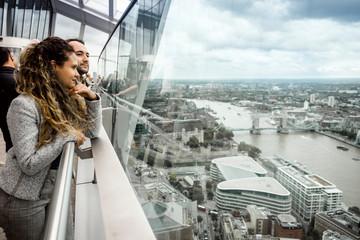 Wall Mural - A young couple of tourist enjoying skyline of London, UK