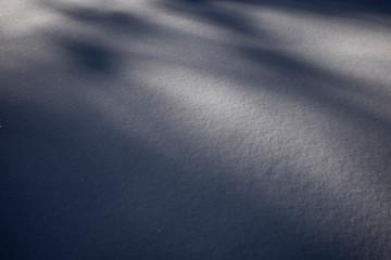 Schneestrukturen. Licht und Schatten.