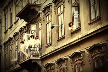 Fotorolgordijn Rood, zwart, wit Mannequins On Balcony