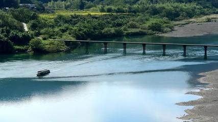 Wall Mural - 勝間沈下橋と四万十川の流れ