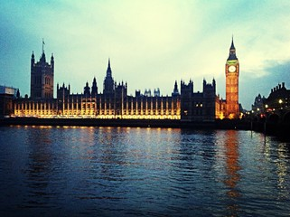 Parliament Building And Big Ben With River During Sunset Papier Peint