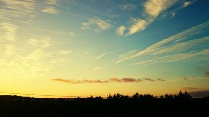 Foto auf AluDibond Gelb Silhouette Landscape Against Cloudy Sky During Sunset