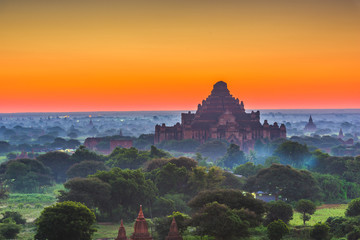Fototapete - Bagan, Myanmar at Dhammayangyi Temple