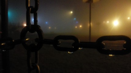 Fotomurales - Close-up Of Wet Chains At Night During Foggy Weather