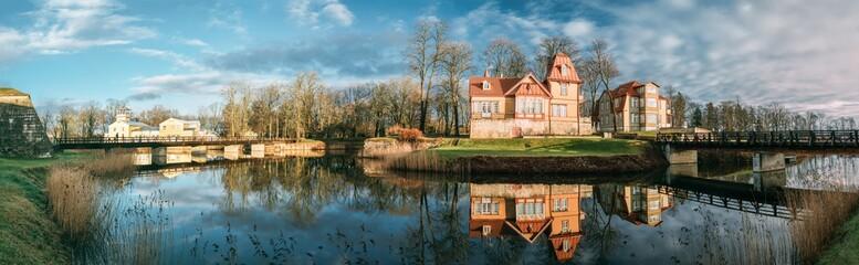 Foto auf AluDibond Blau türkis Kuressaare, Estonia. Wooden Nobleman's House In Sunny Day.