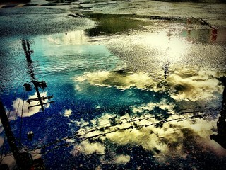 Fotomurales - Reflection Of Sky On Puddle During Monsoon