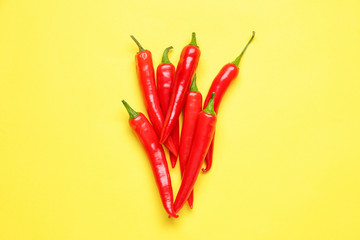 Papiers peints Hot chili Peppers Hot chili pepper on color background