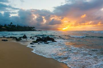 Foto op Plexiglas Caraïben North Shore in Oahu, Hawaii, at dusk