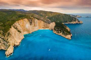 Photo sur cadre textile Naufrage Navagio bay and Ship Wreck beach in summer. The most famous natural landmark of Zakynthos, Greek island in the Ionian Sea